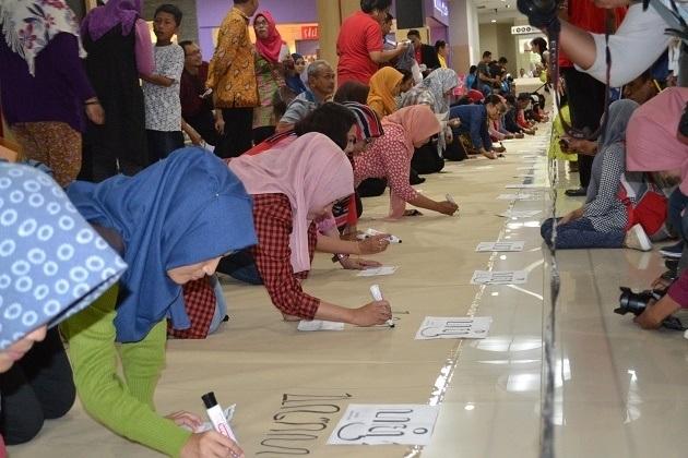 MURI Record Broken for Longest Javanese Script Writing