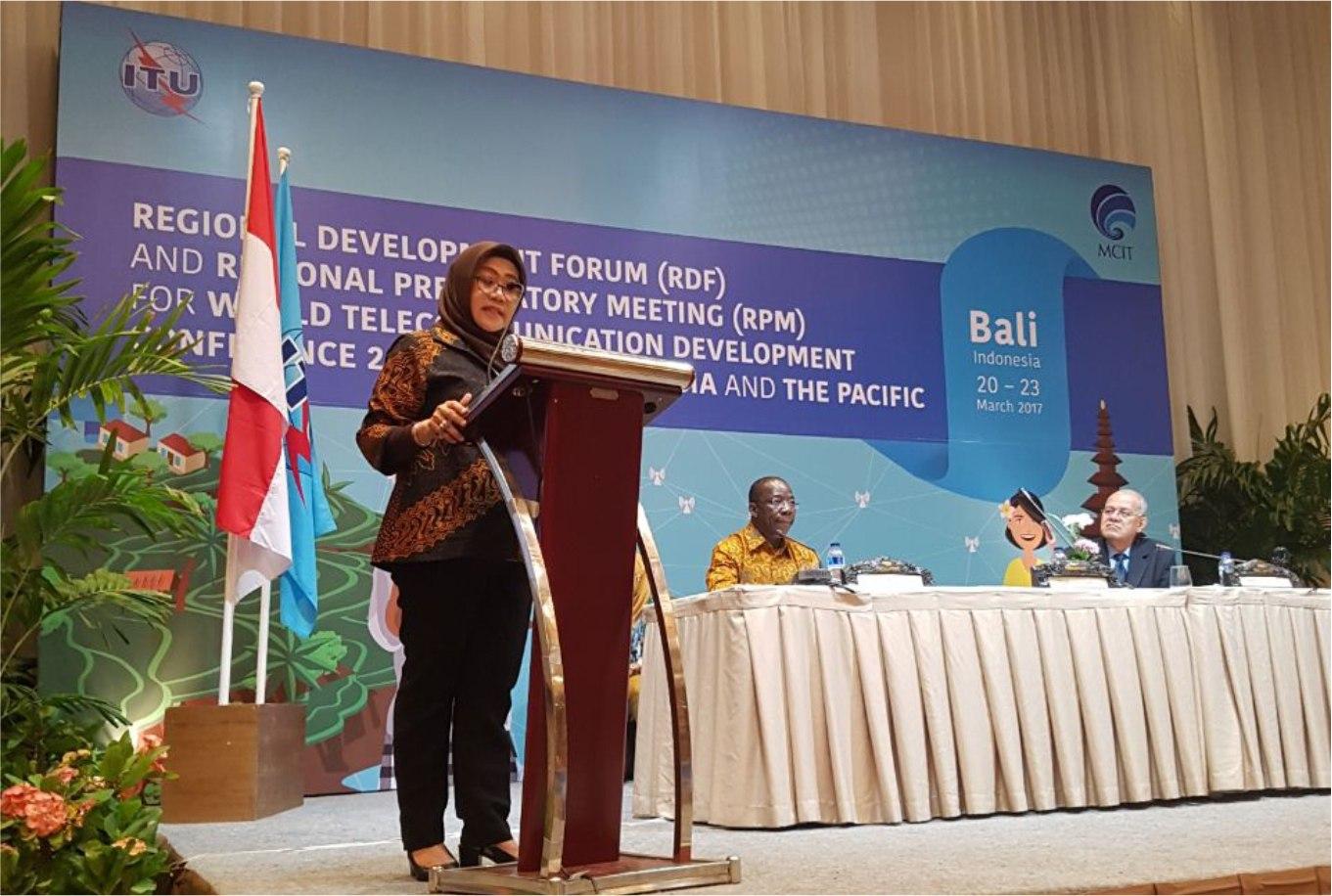 FISIP UNS Alumna Gives an Incredible Presentation at RDF-RPM Meeting 2017