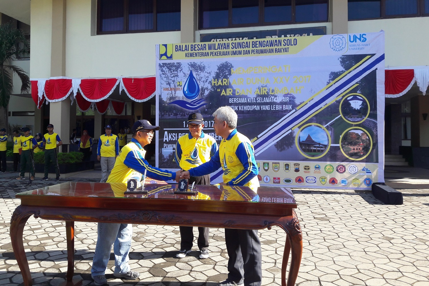 Commemorating World Water Day, UNS Puts Lake Cleanup Program into Action