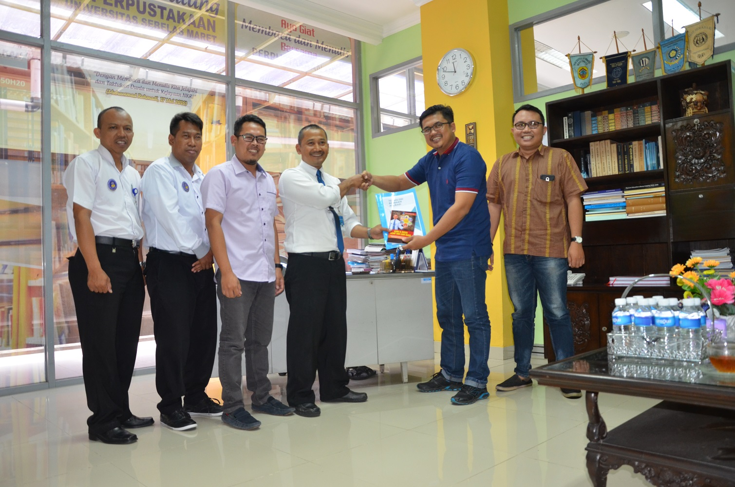 UNS Library Cooperates with Smartbook Pustaka Digital Surakarta