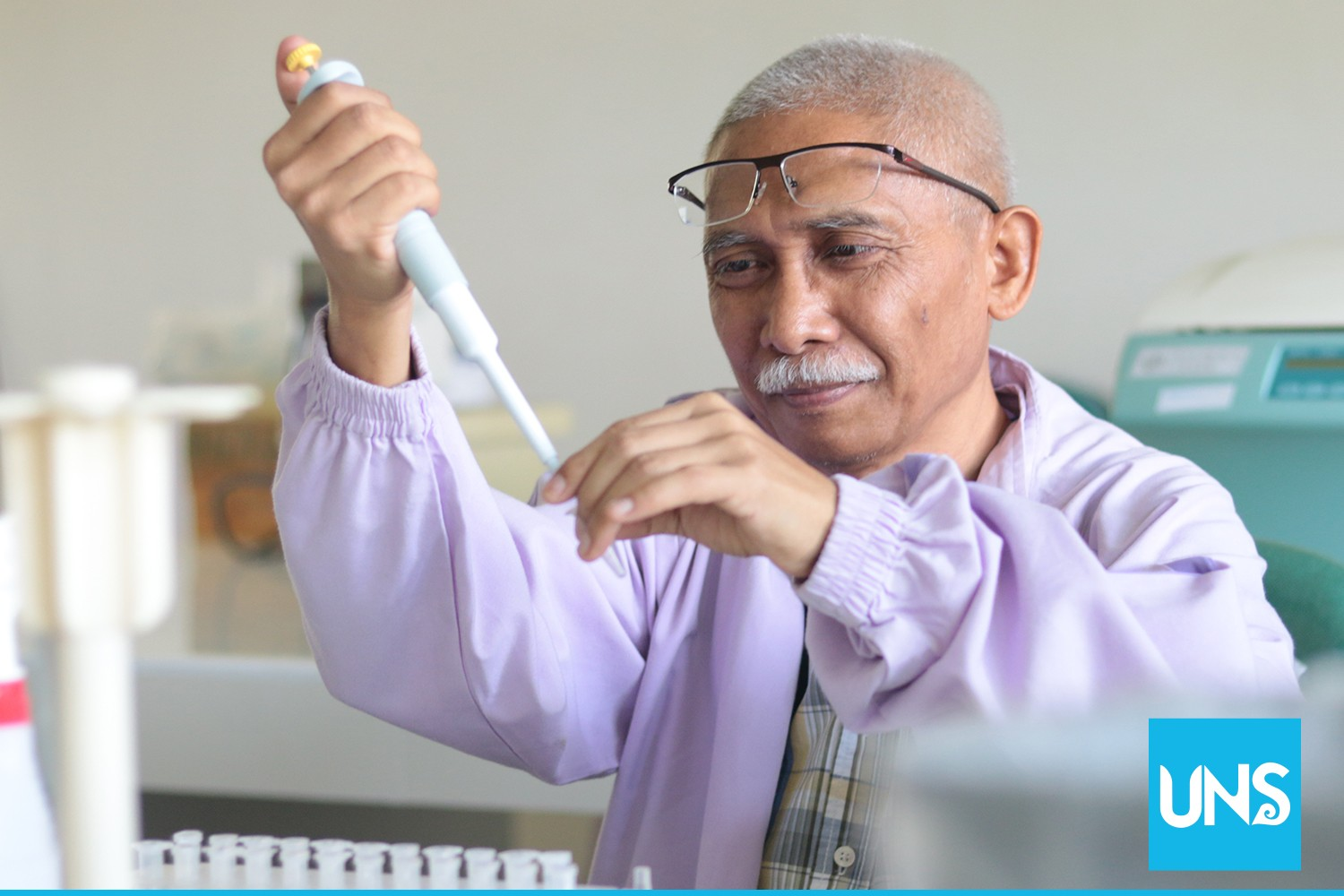 UNS Lecturer Performs Indonesia's First Research on Tumor Formation Process