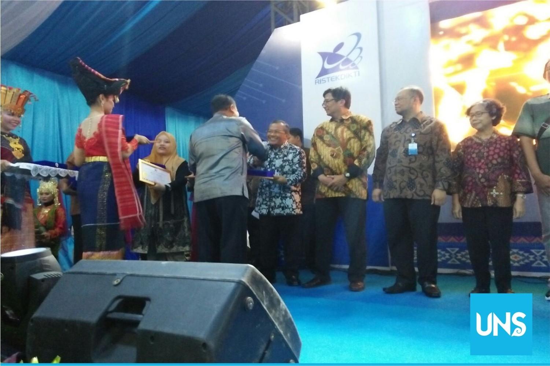 UNS Rector received PR Award Ristekdikti