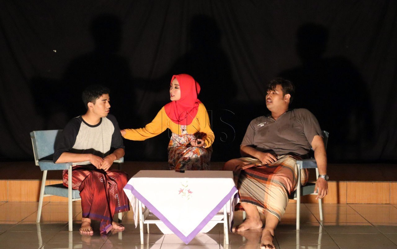 The Study Program of Regional Department Rolls Out Student's Drama Stage