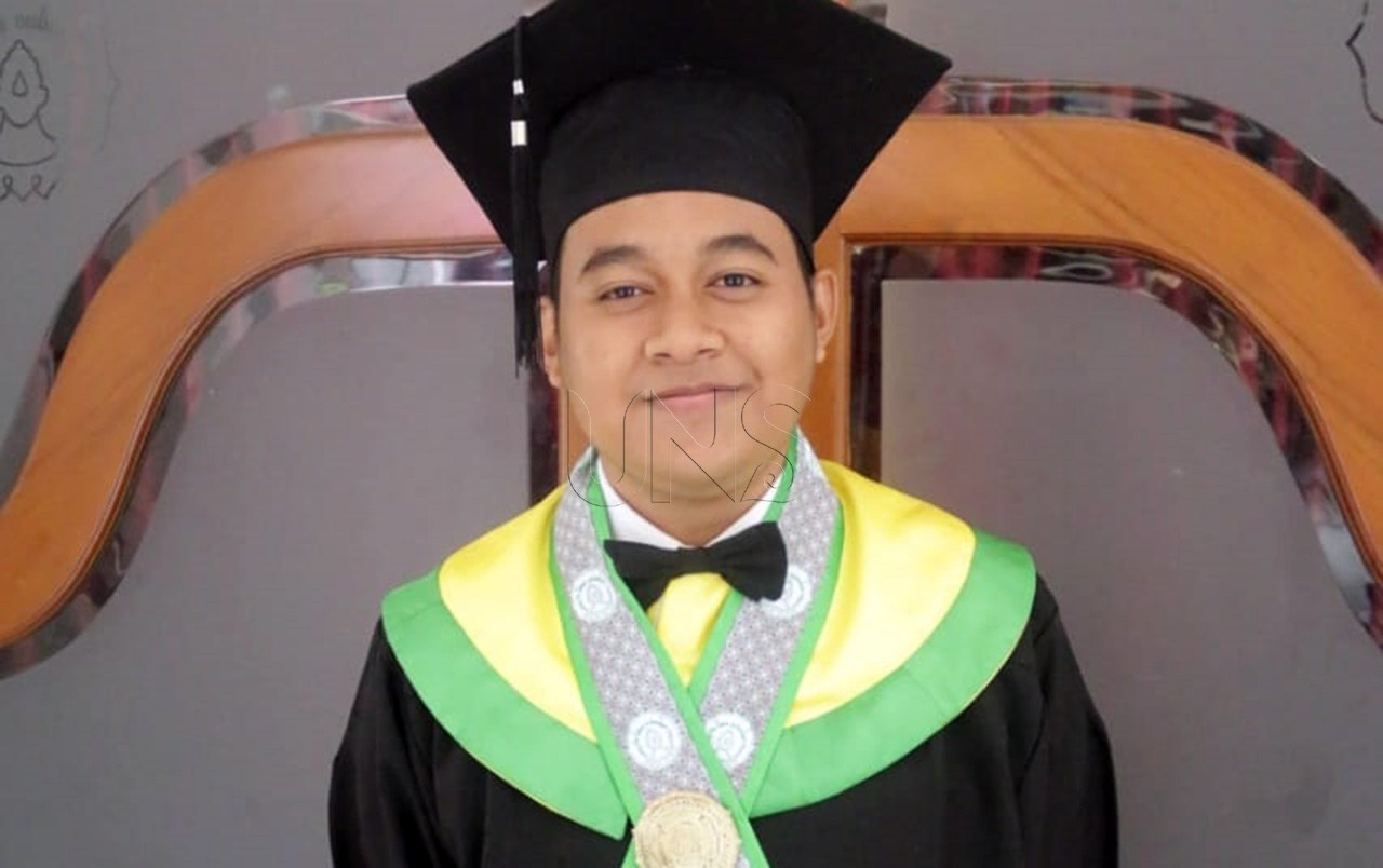 Herlambang, Youngest Graduate of UNS in 2019 Period VI