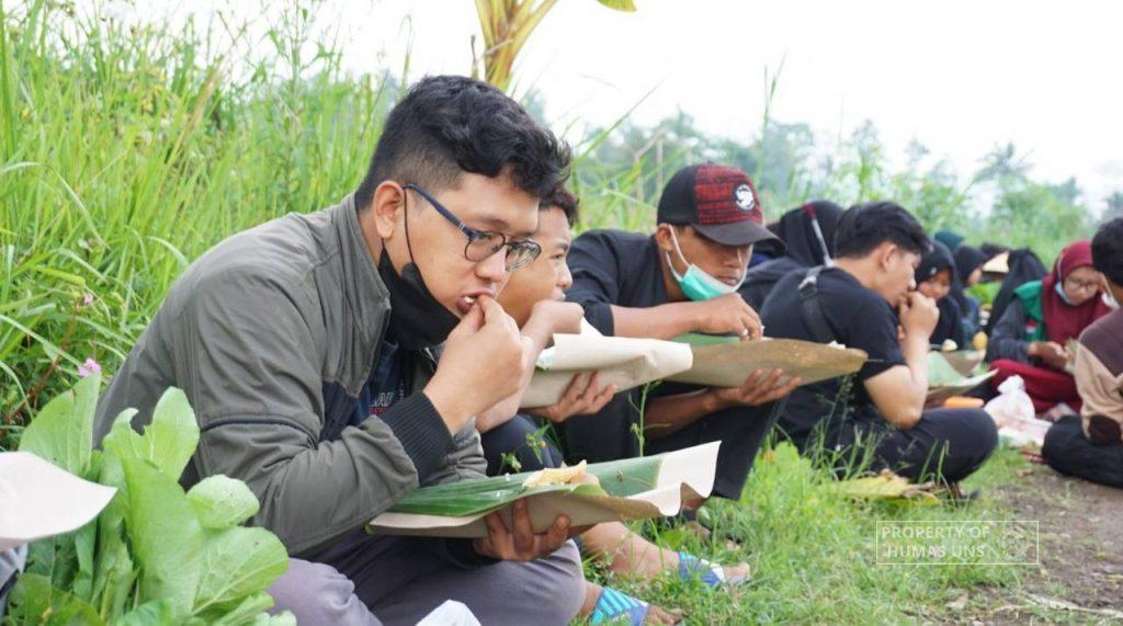 Commemorating National Farmer Day, FP UNS Alumni and Students Initiated #SatuHariJadiPetani Movement