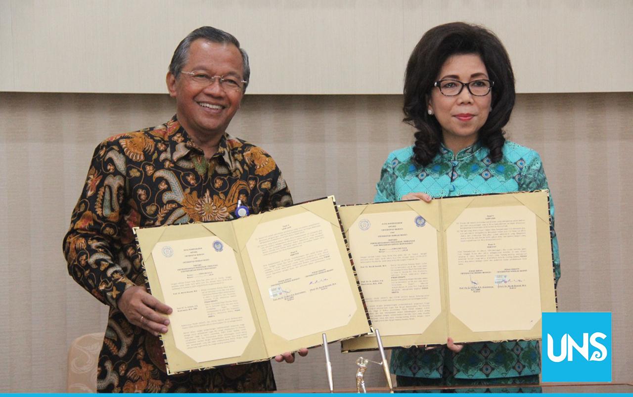 Penandatanganan nota kesepahaman oleh Rektor UNS dan Rektor Unima, Kamis (19/4/2018).
