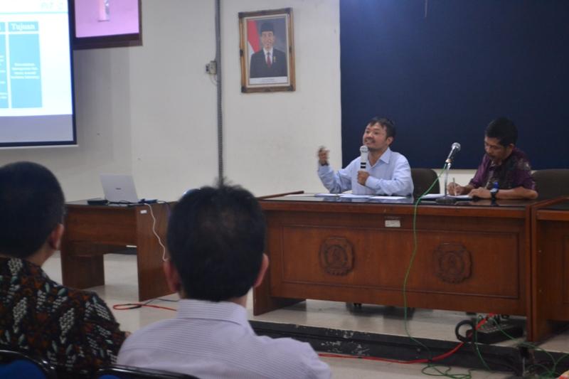 Wahyudi Sutopo, Ketua Pusat Inovasi Teknologi UNS menyampaikan mata kuliah Teknoprener yang diselenggarakan sebagai mata kuliah pilihan di Fakultas Teknik.